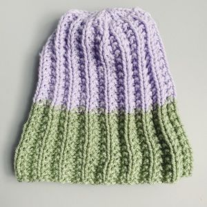 Accessories - NWOT Two-tone pastel beanie.